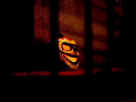 Dangerous mask : Scary Halloween Wallpaper